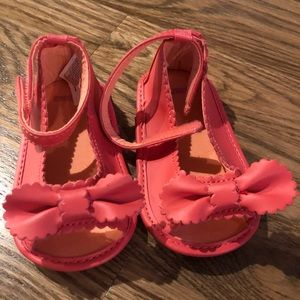 Peep toe soft sole shoe